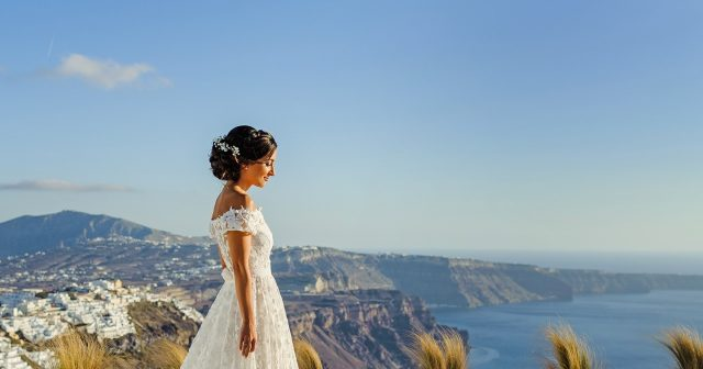 Wedding photography in Santorini ⁠ #photographic.gr #santoriniwedding #santorini # weddingphotography #weddingsantorini #Bride
