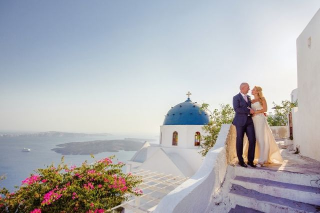 Santorini 😀⁠😍⁠ ⁠ ⁠ #photographicgr #weddingphotography #wedding #eleganceweddings #weddingsantorini #weddingphotographer #greeceweddings